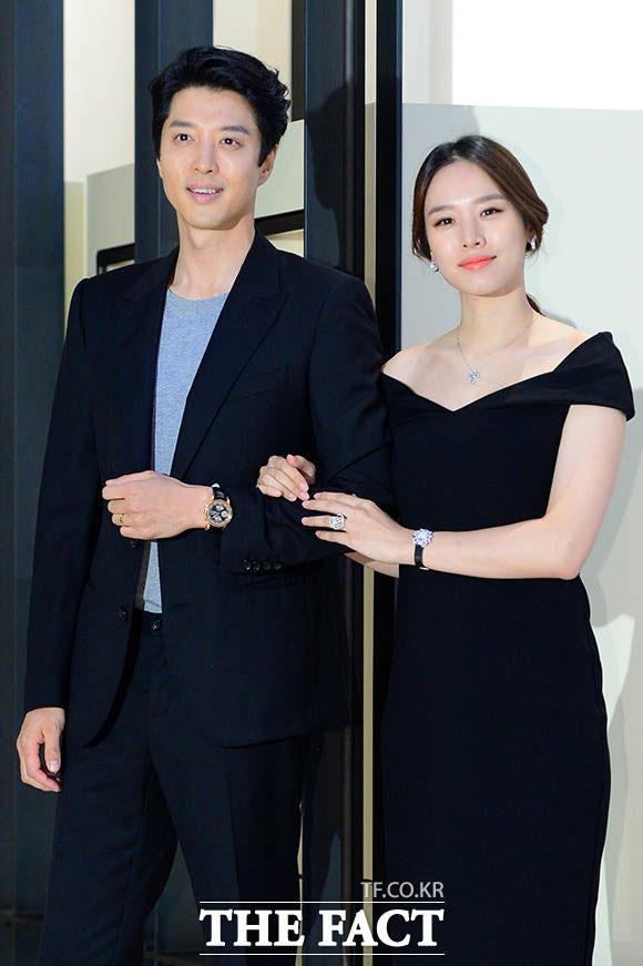 イ・ドンゴンとチョ・ユニが非公開で結婚式を挙げた。
