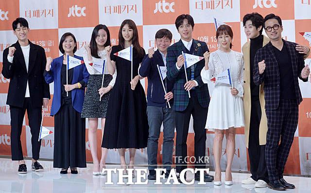 11日、ソウルでJTBCドラマ「恋するパッケージツアー~パリから始まる最高の恋~」の制作発表会が開かれた。同ドラマの主役を務めたユン・バク、イ・ジヒョン、パク・ユナ、イ・ヨニ、ジョン・ヨンファ、ハ・シウン、チェ・ウシク、リュ・スンスが出席した。