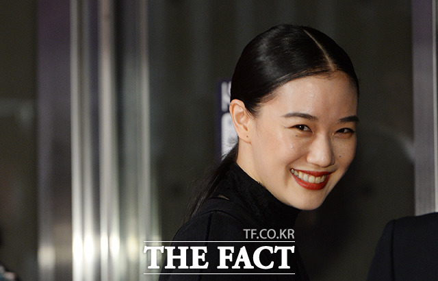 微笑む蒼井優。女優の蒼井優が12日、韓国・釜山で開かれた第22回釜山国際映画祭の開幕式に出席した。|イム・ヨンム