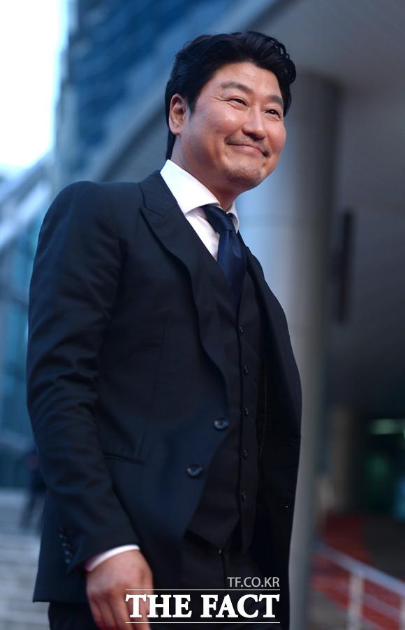 俳優ソン・ガンホが13日、釜山・海雲台で開かれた「第26回釜日映画賞」に出席した。|イム・セジュン
