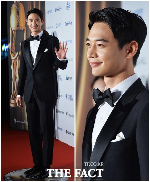 ボーイズグループSHINeeのミンホが25日、ソウルで開かれた第54回大鐘賞映画祭授賞式に出席し、レッドカーペットを歩いた。|イ・ドクイン記者