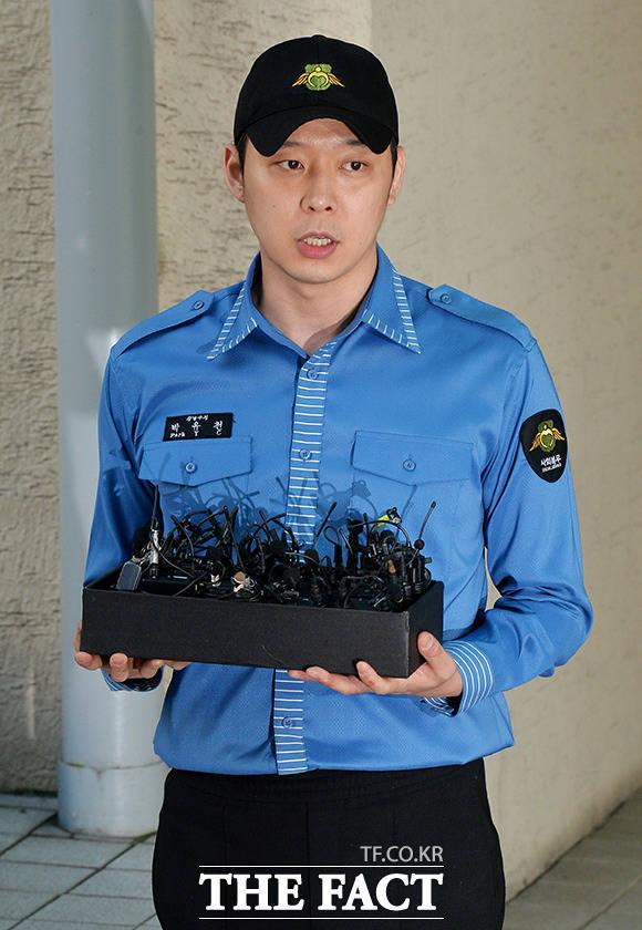 性的暴行を口実にJYJのユチョンから約5億ウォンをゆすり取ろうとした男性2人に実刑が確定された。