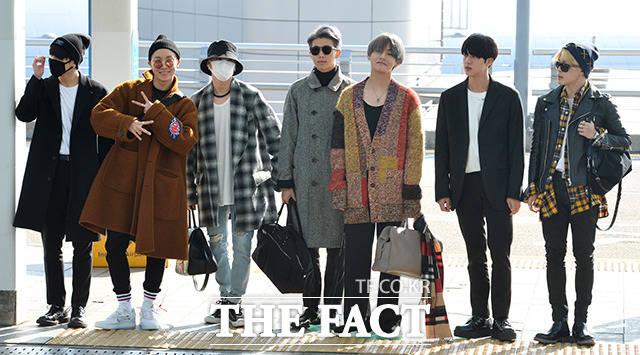 人気アイドルグループ防弾少年団が「2017 American Music Award」に出席するため、14日午後、仁川(インチョン)国際空港から出国した。