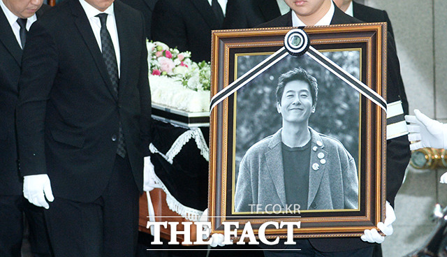 韓国人が愛する映画俳優1位に、最近亡くなった故キム・ジュヒョクさんが選ばれた。