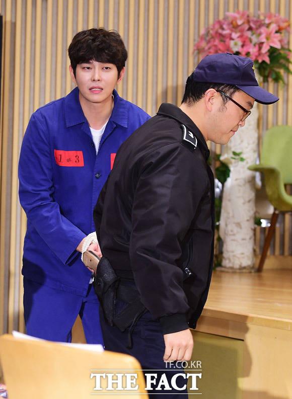 俳優のユン・ギュンサンとシン・ギョンス監督が27日午後、ソウルで開かれたSBSの新ドラマ「疑問の一勝」制作報告会に出席し、異色のパフォーマンスを披露した。