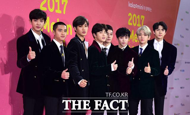 12月2日、ソウルの高尺スカイドームにて「2017 MelOn Music Awards」が行われた。写真はEXO。|撮影:イム・セジュン