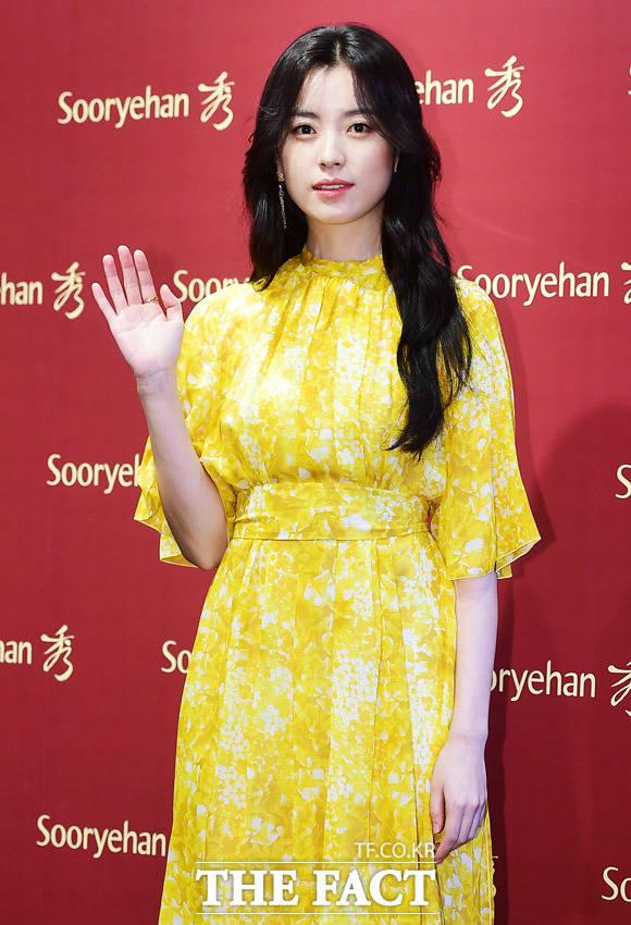 女優ハン・ヒョジュが専属モデルを務める韓国のコスメブランド「Sooryehan秀」の10周年記念および年末チャリティー・バザーが6日、ソウルで行われた。|撮影:ペ・ジョンハン