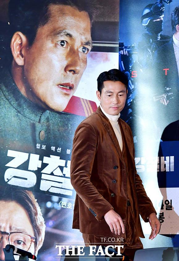 俳優のチョン・ウソンが11日午後、ソウルで開かれた映画「鋼鉄の雨」のマスコミ試写会に出席している。|イ・ドクイン