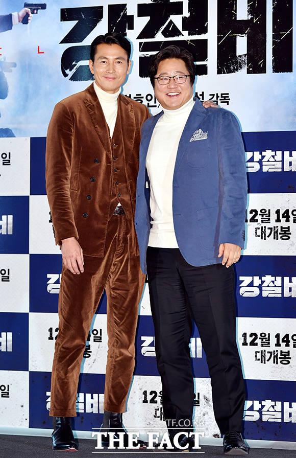 映画「鋼鉄の雨」のマスコミ試写会が11日午後、ソウルで開かれた。写真は主演のチョン・ウソン(左)とクァク・ドウォン。