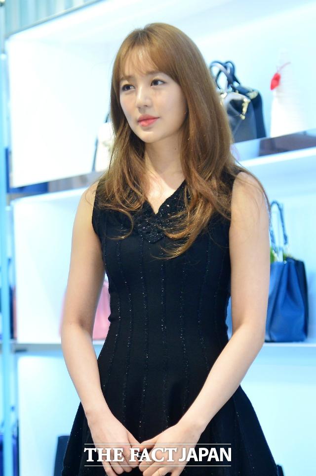 女優ユン・ウネ。|THE FACT DB