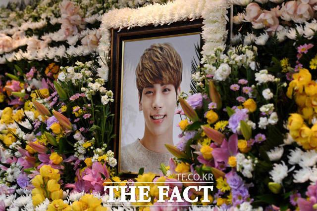 18日死亡したSHINeeの故ジョンヒョンさんの葬儀場がソウル峨山(アサン)病院に用意された。|写真共同取材団