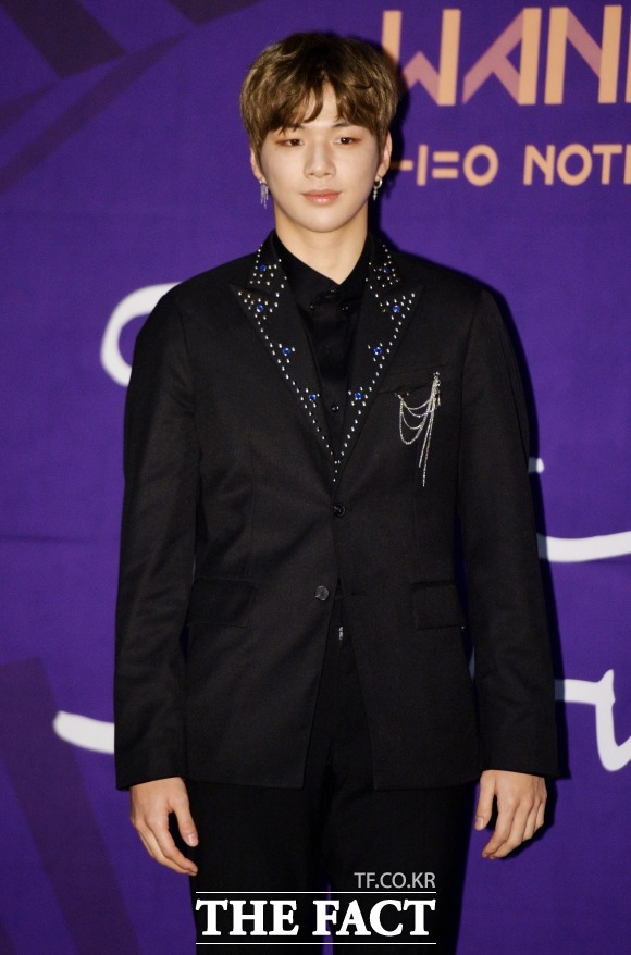 Wanna Oneのカン・ダニエルが「クリスマスを一人で過ごしてほしいスター」を調査するアンケートで1位になった。