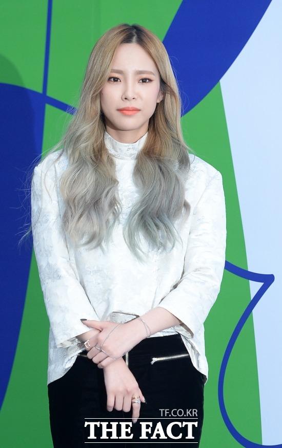 歌手のHeizeが鼻咽頭炎の悪化で病院へ緊急搬送された。