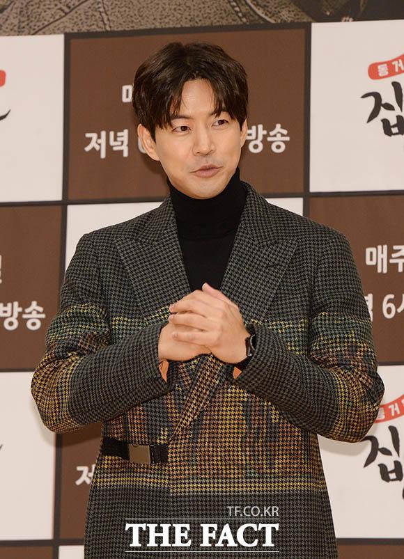 俳優のイ・サンユンがSBS新バラエティ「チプサブイルチェ」の記者会見に出席した。|撮影:ペ・ジョンハン
