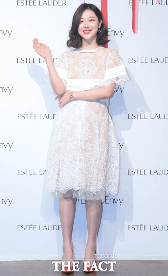 女優のソルリが8日、ソウル・江南区で開かれた化粧品ブランドのイベントに出席した。