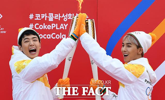 2018平昌冬季オリンピックの聖火リレーがソウルで14日午後に行われ、俳優のチョン・ギョンホとWINNER ソン・ミノのがランナーとして参加した。