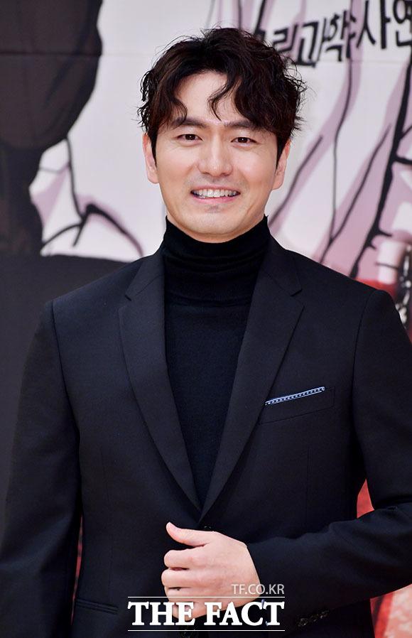 俳優のイ・ジヌクが15日午後、ソウルで開かれたSBSの新ドラマ「リターン」制作発表会に出席した。イ・ジヌクは同作品を通じて約2年ぶりに芸能活動を再開する。