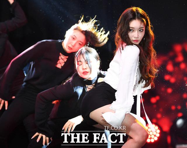 歌手のキム・チョンハが17日、ソウルで2ndミニアルバム「Offset」ショーケースを開いた。