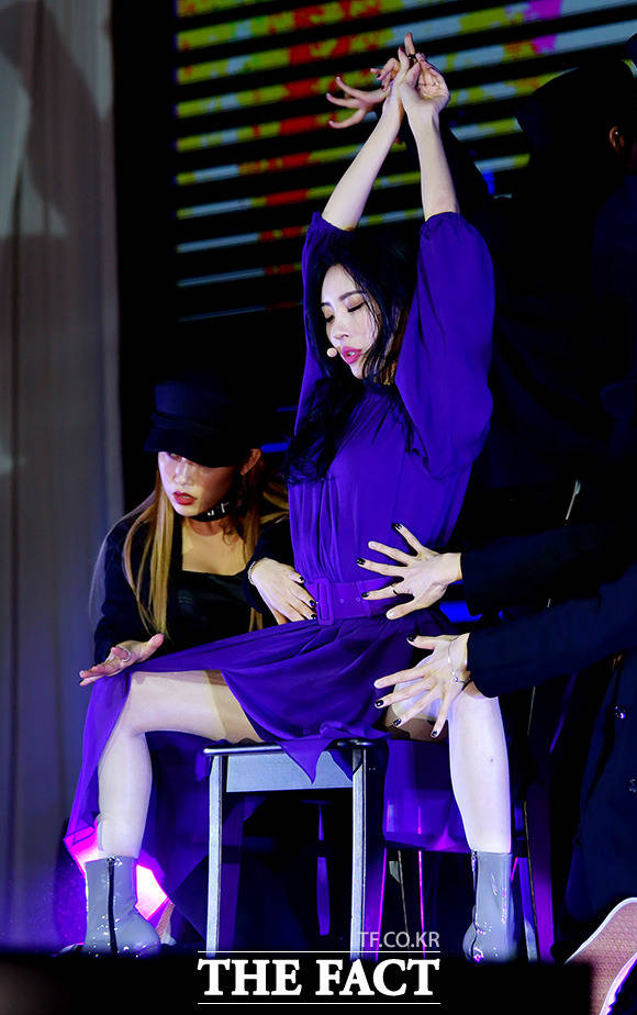 ガールズグループWonder Girls出身の歌手ソンミが18日、ソウル・江南(カンナム)でニューシングル「主人公」のショーケースを開いた。