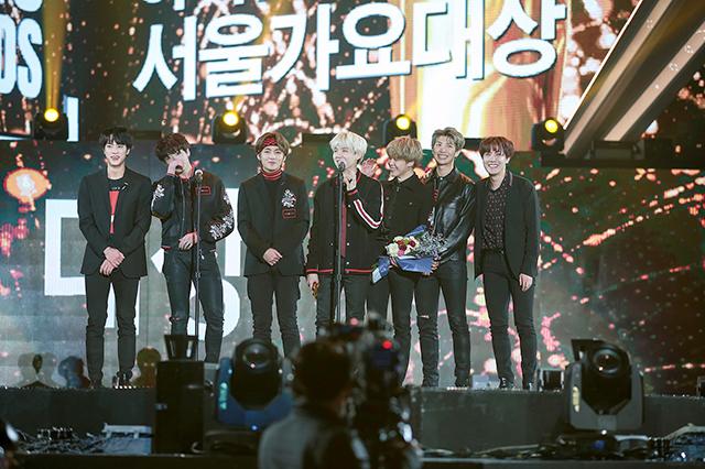 防弾少年団が「ソウル歌謡大賞」で初めて大賞を受賞した。|Big Hit Entertainment