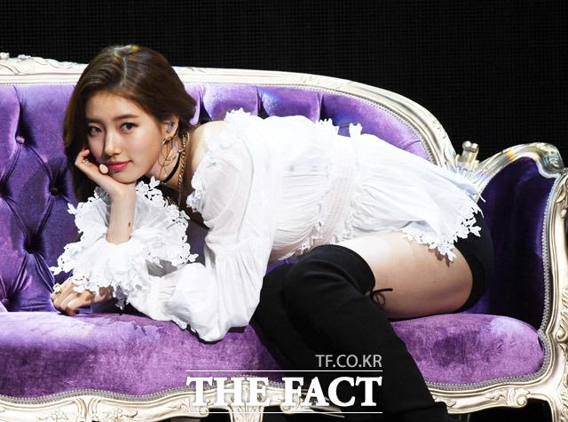 スジは29日午後、ソウルで2ndミニアルバム「Faces of Love」のショーケースを開催し、華麗なステージを披露した。