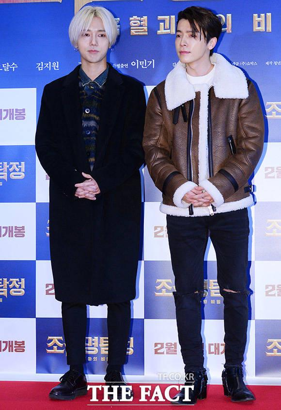 SUPER JUNIORのイェソンとドンヘ(左)が1月31日、ソウルで行われた映画「朝鮮名探偵:吸血怪魔の秘密」VIP試写会に参席した。