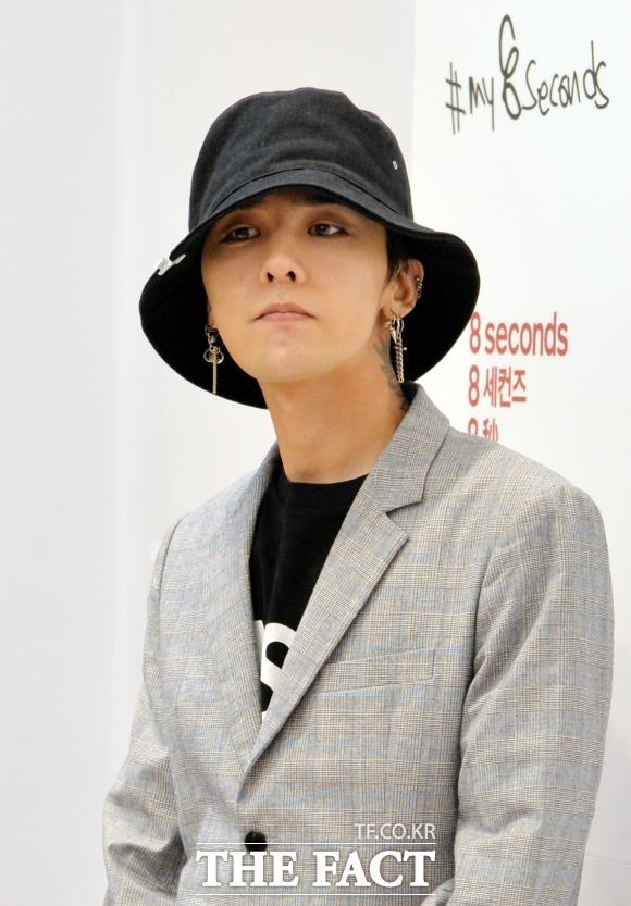 BIGBANGのG-DRAGONが入隊を延期するために大学院に進学したという報道に、所属事務所YGエンターテインメントがコメントを出した。