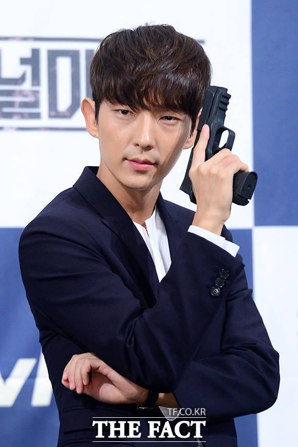 俳優のイ・ジュンギが新ドラマ「無法弁護士」の主人公に起用された。