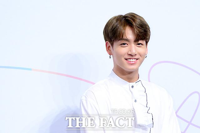 韓国のネット民は、「顔を見るとつい笑顔になっちゃうスター」の1位に防弾少年団のジョングクを選んだ。