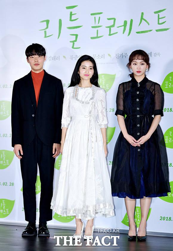 韓国版「リトル・フォレスト」のマスコミ試写会が20日、ソウルで行われた。写真は映画の主役を演じるリュ・ジュンヨル、キム・テリ(中央)、チン・ギジュ。|撮影:イ・ドクイン