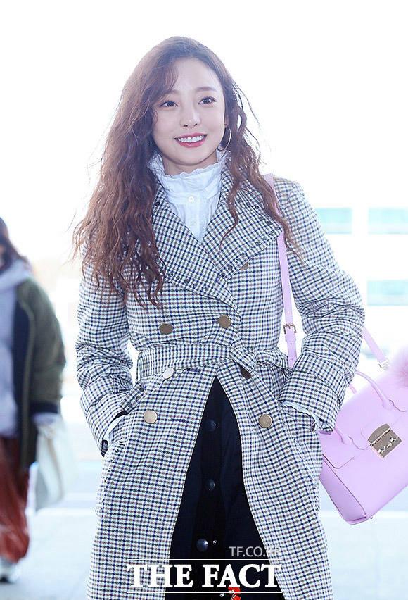 歌手のハラが21日午後、仁川(インチョン)国際空港第2ターミナルから出国している。ハラはファッションショーへの出席のため、ミラノに出国する。