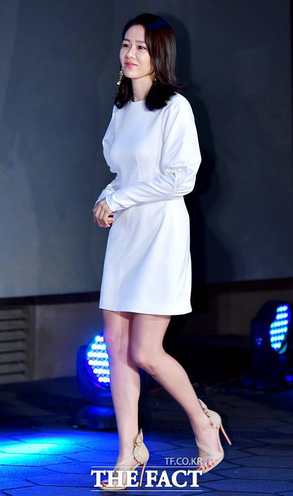 映画「いま、会いにゆきます」の制作発表会見が22日、ソウルで行われた。写真は同映画のヒロインを演じるソン・イェジン。| 撮影: イ・ドクイン、イ・ドンリュル