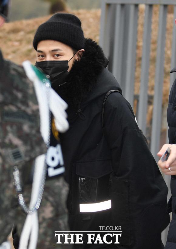 BIGBANGのG-DRAGONが27日、韓国・江原道鉄原郡にある白骨部隊・新兵教育隊に入所した。|撮影:ペ・ジョンハン