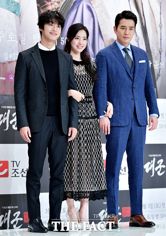ユン・シユン、チン・セヨン、チュ・サンウク(左から)が27日午後、ソウルで行われたTV朝鮮の新ドラマ「大君」制作発表会に参席した。