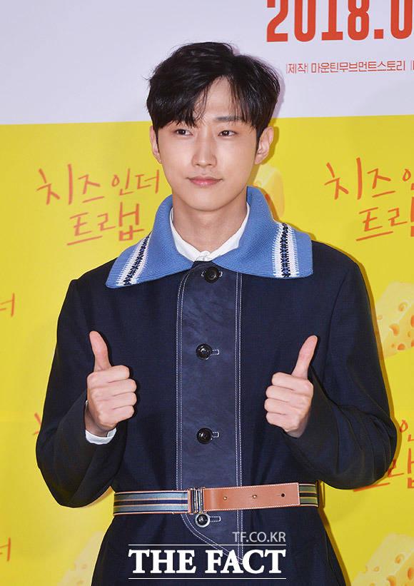 B1A4のジニョンが7日、ソウルで行われた映画「チーズ・イン・ザ・トラップ」のVIP試写会に出席した。