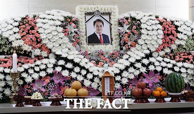 9日に死亡した俳優チョ・ミンギさんの通夜がソウルの建国大学校病院葬儀場で営まれた。|写真共同取材団
