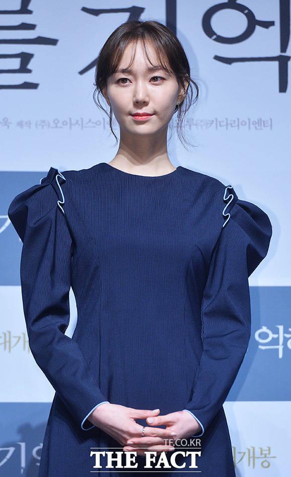 映画「私を憶えて」制作報告会見が12日、ソウルで行われた。写真は同映画のヒロイン ハン・ソリン役を演じるイ・ユヨン。|撮影:イ・ドンリュル