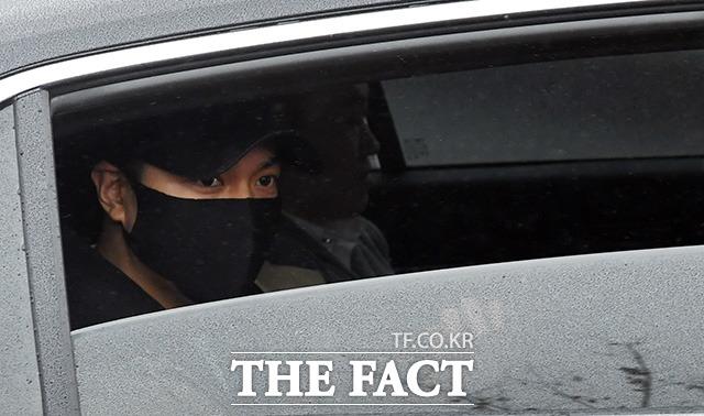 俳優のイ・ミンホが15日午後、韓国中部に位置する論山(ノンサン)陸軍訓練所に入所した。