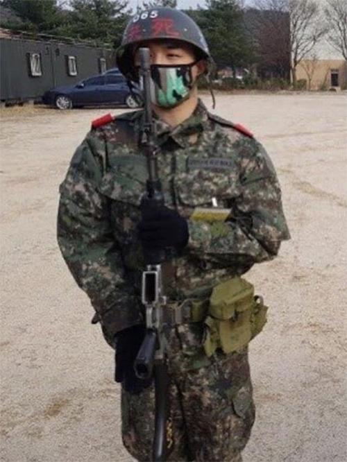 最近入隊したBIGBANGのSOLの写真が公開され注目を集めている。|韓国のコミュニティサイトより