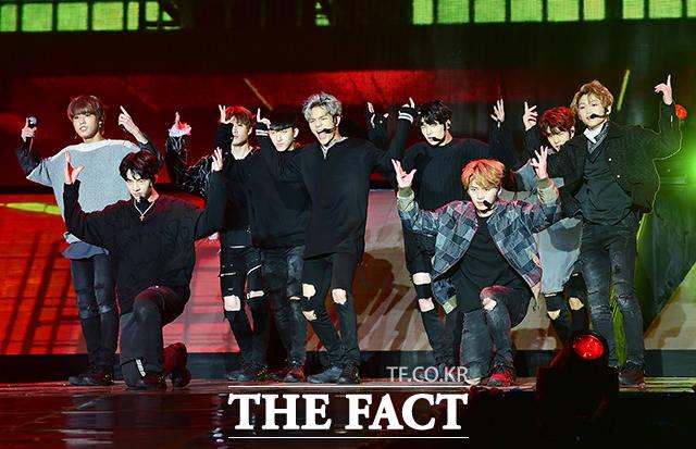 JYPエンターテインメントが送り出す9人組の新人ボーイズグループStray Kidsのデビューショーケースが25日、ソウルの奨忠体育館で行われた。 撮影:ナム・ヨンヒ