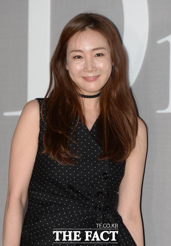 女優のチェ・ジウ(43)が29日、一般男性と結婚式を挙げた。