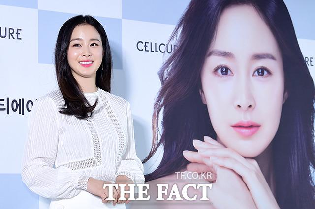 女優のキム・テヒが29日午後、ソウルで行われた化粧品ブランドのイベントに出席した。