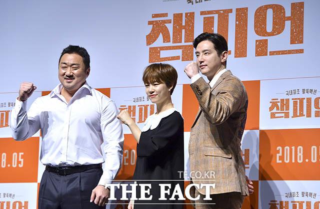 マ・ドンソクとハン・イェリ、クォン・ユル(左から)が2日午前、ソウルで開かれた映画「チャンピオン」の制作報告会に出席した。