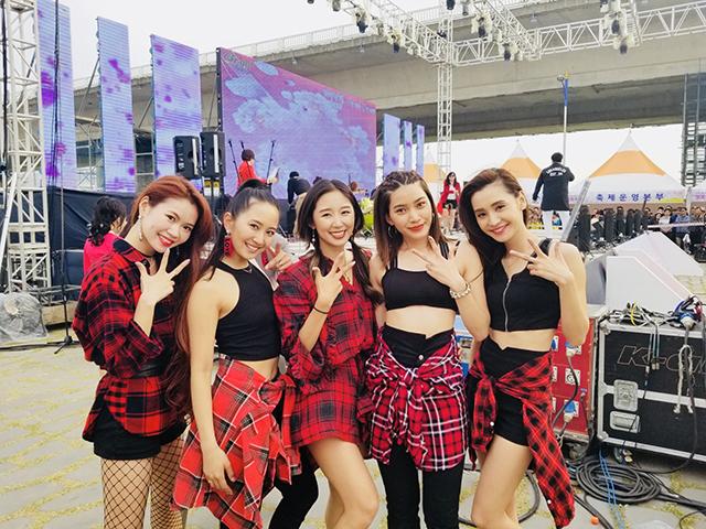LOVEACEは韓国自治体に招かれ、3月30日と3月31日「麗水市 ツツジ祭り」、4月1日「釜山市 桜祭り」で華麗なライブ・パフォーマンスを披露した。
