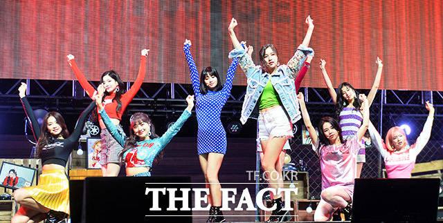 TWICEの3枚目ミニアルバム「What is Love?」の発売を記念するショーケースが9日、ソウルで行われた。|撮影:イ・ドンリュル