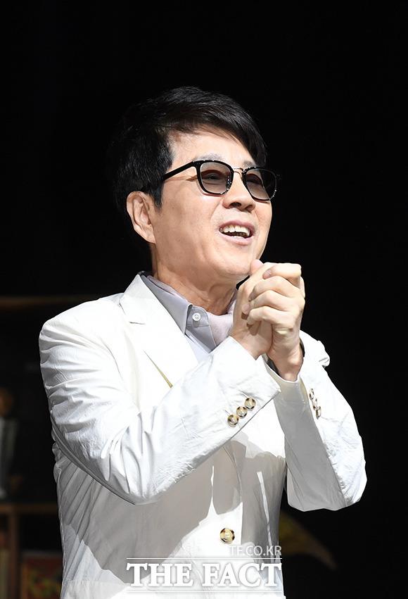 歌手のチョー・ヨンピルが11日午後、ソウルで行われたデビュー50周年記念コンサート「Thanks to you」の記者懇談会に登場した。