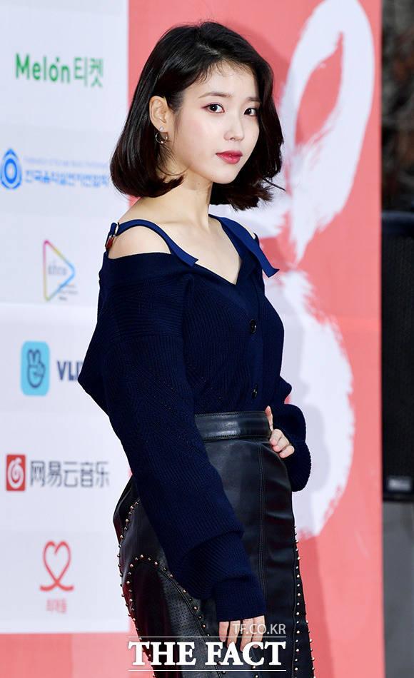 歌手兼女優のIUが悪質なコメントを書き込んだネットユーザーらに対する法的対応を予告した。