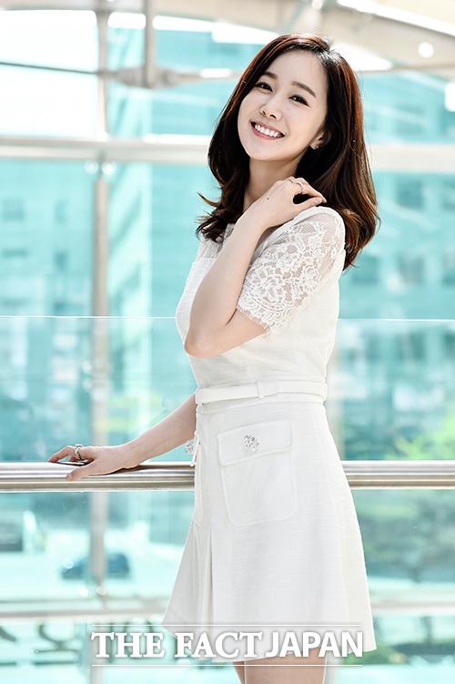 「太陽を抱く月」など様々な人気ドラマで活躍した女優のキム・ミンソが結婚することを電撃発表した。