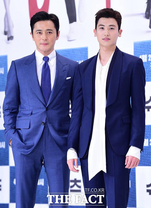 チャン・ドンゴンとパク・ヒョンシクが23日午後、ソウルで行われたKBS 2TVの新ドラマ「スーツ」の制作発表会に登場した。