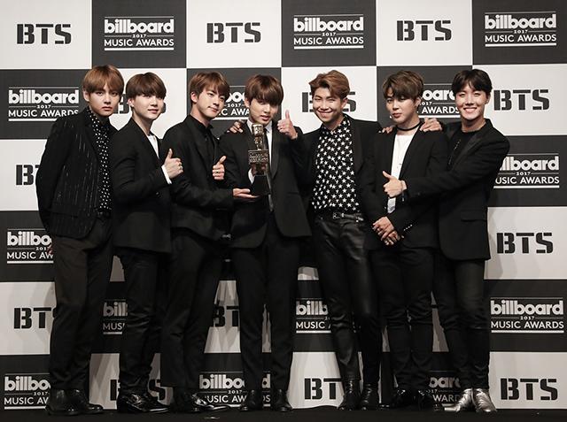 防弾少年団が来月にアメリカで開催される世界的な音楽アワードである「Billboard Music Awards」で新曲を初めて発表する予定だ。|Bighit Entertainment